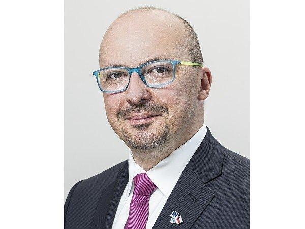 František Lukl vyzývá vládu a zákonodárce, aby stát samosprávám nahradil výpadky, které jim způsobil zrušením superhrubé mzdy a schválením kompenzačního bonusu