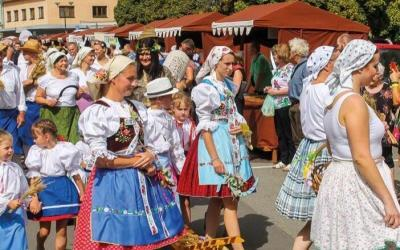 Jihomoravské dožínky slavili lidé jídlem, hudbou i zábavou